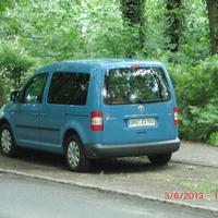 Am Standort stehen 2 blaue VW Caddy - für jede Richtung einer