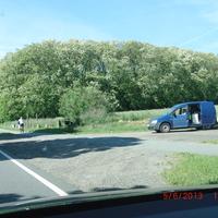 dunkelblauer VW Caddy mit abgesetztem Blitzer auf der Schönerlinder Chaussee von Schönerlinde Richtung Schönwalde