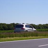 Der Messwagen aus der Nähe (silberner VW Polo, TBB-W 1722). Ob er der Polizei oder dem Landkreis gehört, ist nicht bekannt.