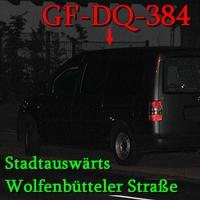 Der graue VW Caddy Maxi nun mit (GF-DQ-384) auf der Wolfenbütteler Straße stadtauswärts, gegenüber von Brauerei Wolters, rechte Seite auf dem Parkstreifen hinter der Litfaßsäule. 50 kmh.