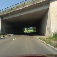 Von Regendorf kommend Richtung Lappersdorf. Nach der Autobahnunterführung kommt die Messstelle.