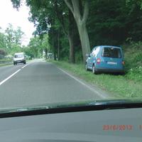 Mühlenbeck Liebenwalder Str. zwischen Ringstr. und Triftweg von der Autobahn (Summt)kommend Richtung Mühlenbeck - sehr gut zu sehen hellblauer VW Caddy OHV ZS 987