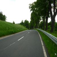 Die Streckenführung ist in diesem Abschnitt sehr unübersichtlich - wenn man dann noch schneller als die erlaubten 100 Km/h fährt, wird es bei Hindernissen oder langsamen Verkehrsteilnehmern schnell eng!