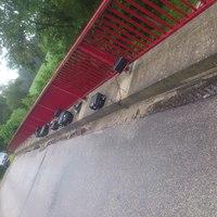 Nachdem die Herren vom Landkreis gestern zwei Brücken weiter mit schätze ich mal 45.000 Euro die Brücke am Mittelster Weg geräumt haben stehen sie heute auf der Brücke in Jettebruch. Fahrtrichtung Hamburg.