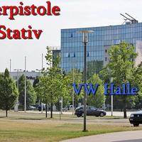 Laserpistolen Messung an der Einfahrt der VW Hallen Parkplätze. Auf der Theodor Heuss Straße stadteinwärts. 50 kmh sind erlaubt.