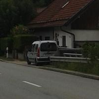 Grauer Kastenwagen AÖ Kennzeichen