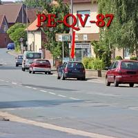 B 444 OE Klein Ilsede aus Peine kommend. Rechte Seite zwischen geparkten Autos steht der dunkelblaue VW Golf 4 Variant (PE-QV-87). 50 kmh.