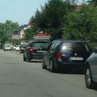Foto aus Richtung Thomastraße kommend, blitzt beidseitig. Blauer Golf, Amtl. Kennzeichen PF:DV 578