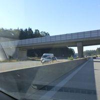 Abstandsmessung A8 FR München, Kamera am Brückenpfeiler erst sehr spät zu sehen.