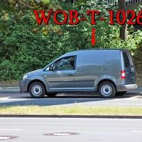 Der graue VW Caddy (WOB-T-1026) auf der Braunschweiger Straße stadteinwärts, kurz nach der Röntgenstraße hinter der Fußgänger Brücke direkt. 50 kmh.