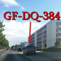 Der graue VW Caddy Maxi (GF-DQ-384) auf der Gifhorner Straße stadteinwärts in höhe der VW Bank.