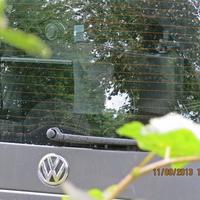 grauer VW Caddy blitzt in beide Richtungen Standort Schönfließer Str. 64