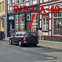 Der Blitzer in Wernigerode, auf der Breiten Straße steht der schwarze Opel Astra Kombi (WR-GA-40)
