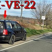 Schwarzer VW Golf 4 Variant (HWI-VE-22) steht kurz vorm OA Stapelburg gegenseitig Richtung Abbenrode. 30 kmh.