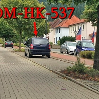 Blitzer auf der Sebastian Kneipp Promenade. Blauer Opel Zafira (NOM-HK-537). 30 kmh.