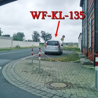 Silberner Skoda Roomster (WF-KL-135) in höhe WF Fümmelse auf der L 614 in Richtung Wolfenbüttel Stadt.