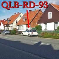 Der weiße VW Golf 4 Variant (QLB-RD-93) auf der B 81 in Cattenstedt. Rechte Seite.