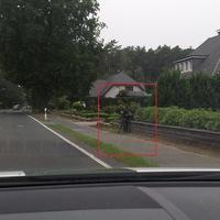 Blitzer Ortsausgang Geeste Richtung Varloh - Nahaufnahme. Der dazugehörige VW Caddy steht hinter den Büschen