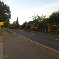 Ca. 50m hinter dem Ortschild aus Richtung Garlstorf kommend.