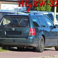 B 248 in Lehre am OA, kurz nach der Fußgängerampel, gegenseitig auf dem Gehweg beim Gebrauchtwagenhändler, waldgrüner Golf 4 Variant (HE-RW-323), Richtung Wolfsburg. 50 Kmh!