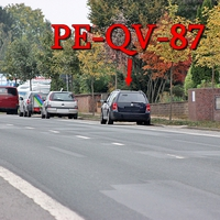 De dunkelblaue VW Golf 4 Variant (PE-QV-87) mal wieder am OA Groß Lafferde Richtung Braunschweig. Rechte Seite. 50 kmh.