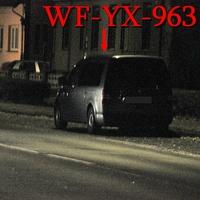 Der graue VW Caddy Maxi (WF-YX-963) auf der Halchterschenstraße, Stadteinwärts. In höhe von ATU, rechte in den Parkbuchten. 50 kmh.