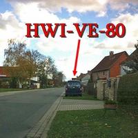 Der blaue VW Caddy (HWI-VE-80) am OE Berßel aus Osterwieck kommend. Auf der rechten Seite. 50 kmh.