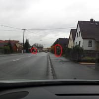 hier die beiden Blitzersäulen. Fahrtrichtung bei der Aufnahme war Richtung Homberg / Ohm