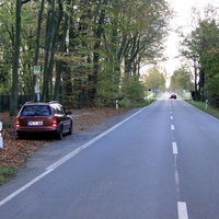 der Opel des LK Peine Rtg. Edemissen fahrend bei 70kmh! Gegen die Fahrtrichtung an einer Haltestelle