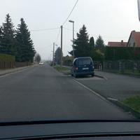 Blitzt hinten aus blauen VW Caddy