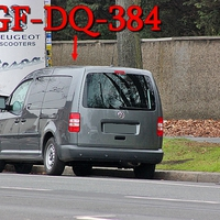 Dunkelgrauer VW Caddy Maxi (GF-DQ-384), kurz nach dem Hauptfriedhof ,stadteinwärts. Auf der rechten Seite auf dem Parkstreifen. 50 kmh.