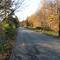 Anfahrtansicht - Speckenbeker Weg stadtauswärts - kurz vor der Linkskurve in einer Grundstückseinfahrt - Wagen auf dem Grundstück und nur im Vorbeifahren sichtbar.