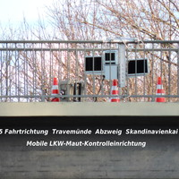 Mobile LKW-Maut Kontrolle von der Brücke über die B 75 Fahrtrichtung Travemünde