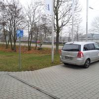 76187 Karlsruhe, Siemensallee 84, an der Bushaltestelle