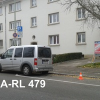 silbergrauer Ford TOURNEO, KA-RL 479 Diakonissenstrasse KA-Rueppurr blitzt in beide Richtungen