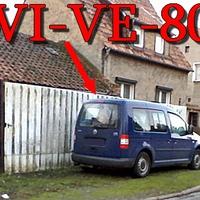 Am OA Halberstadt Richtung Klein Quenstedt, blauer VW Caddy (HWI-VE-80) gegenseitig geparkt