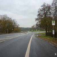 Diese Örtlichkeit ist relativ neu in der Messstellenliste der Bayreuther Verkehrspolizei aufgenommen. Man verlässt das Stadtgebiet auf der B 22, links zweigt die St 2163 Richtung Mistelbach ab.