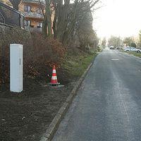 Neuer stationärer Blitzer in 99425 Weimar, Robert-Blum-Str. 2. Als ca. 1,60 m hoher weißer Schalt- bzw. Verteilerschrank getarnt, blitzt in beide Richtungen in einer 30 km-Zone. Geht möglicherweise erst in den nächsten Tagen in Betrieb.