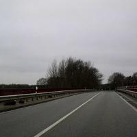 Auch im neuen Jahr will das Geld der Autofahrer verdient werden, aus diesem Grund stand der Herr von der Verkehrsüberwachung Heidekreis mit seinem dunkelbraunen VW-T5 (HK-HK 1428) heute (ohne seinen Kollegen mit dem dunkelsilbernen VW-Tiguan HK-HK 1422) auf der Autobahnbrücke in Bispingen. Gemessen wurde nur die Linke Spur Richtung Hamburg.