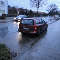 der Opel (PE T 189) in Vöhrum Rtg. Sievershausen, hinter der abknickenden Vorfahrt am Ortsausgang, wohl eher weniger Übertretungen