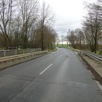 neue Stelle, neue Anlage: zwischen Gadenstedt und Adenstedt, hinter der Abzweigung bei 70 beidseitig! Der Bully steht etwas abwärts geparkt, aber zu erkennen. Gerade wurde abgebaut