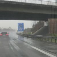 PSS, FR Singen @100 kurz vor der Ausfahrt BB Hulb. im Schatten der Brücke und bei Regen kaum zu sehen.