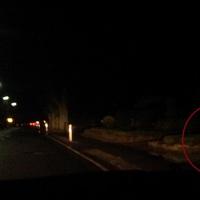 Heute am 16.01.2014 stehen in Geeste 7:25Uhr zwei Blitzer hintereinander. Hier steht der Blitzer direkt an der Straße, der graue VW Caddy steht hinterm Gebüsch.