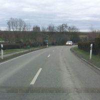 beidseitige Messung im kurzen 50er Bereich agO zwischen Weinstadt- Endersbach und Strümpfelbach. Messfahrzeug roter VW-Bus im Feldweg versteckt.