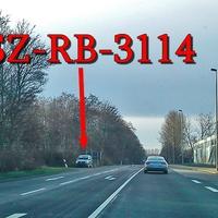 Eisenhütten Straße, in höhe der Salzgitter AG in der 50iger Zone vor der Ampel. Grauer VW Caddy Maxi (SZ-RB-3114). SZ Watenstedt Fahrtrichtung SZ Thiede.