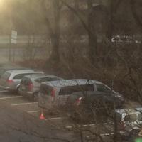 Messwagen steht in der Fröbelstrasse auf dem Parkplatz, der graue VW - Bus mit dem Hütchen davor!