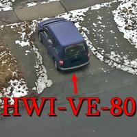 Blitzer in Halberstadt: Auf der Puschkinstraße, 30 kmh sind erlaubt. Dieser blaue VW Caddy (HWI-VE-80) blitzt aus der hinteren Seitenscheibe.
