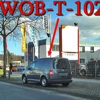Der graue VW Caddy (WOB-T-1026) auf der Dieselstraße in höhe Scheibendoktor. Blitzt stadtauswärts.
