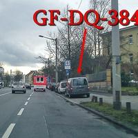 Blitzer auf der Celler Straße, beim Klinikum, stadteinwärts. 50 kmh. Grauer VW Caddy Maxi (GF-DQ-384), auf der rechten Seite nach der Fußgängerampel.