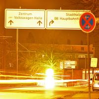 Kurz nach der Brauerei Wolters, auf der rechten Seite, vor dem Abzweig Riedestraße. Grauer VW Caddy Maxi (GF-DQ-384). 50 kmh.